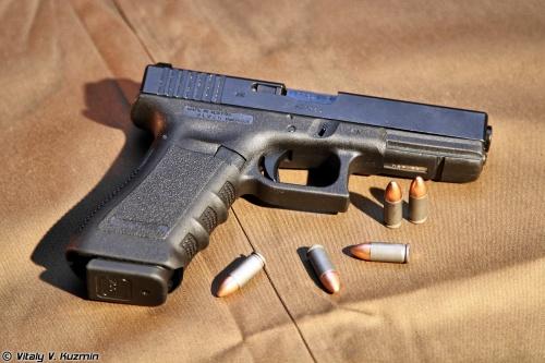 9-мм пистолет Glock-17 (6 фото)