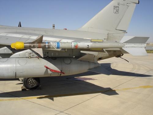 Фотообзор - итальянский истребитель AMX (35 фото)