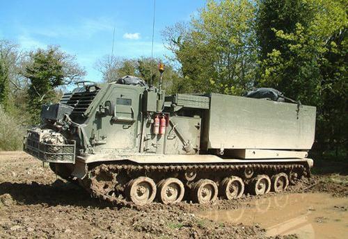 Фотообзор - американская система залпового огня M270 MLRS (51 фото)