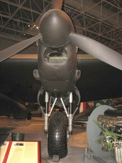 Фотообзор - британский тяжелый бомбардировщикLancaster Mk.X KB 944 RCAF (34 фото)