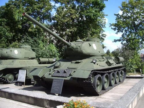 Фотообзор - соаветский средний танк Т-34/85 (51 фото)