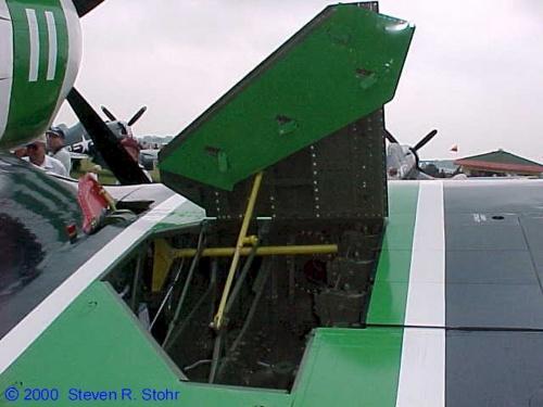 Фотообзор - американский палубный истребитель Chance-Vought F4U Corsair (61 фото)