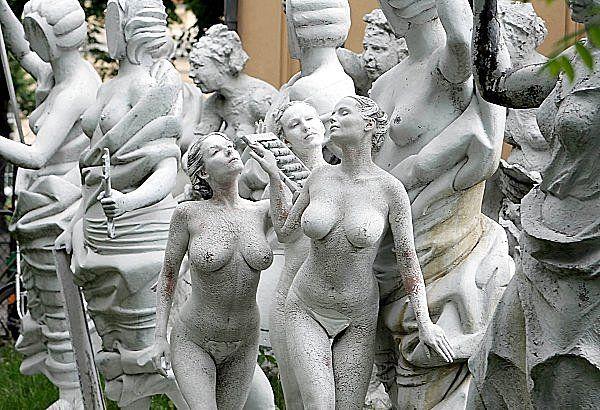 В скульптуре эротика