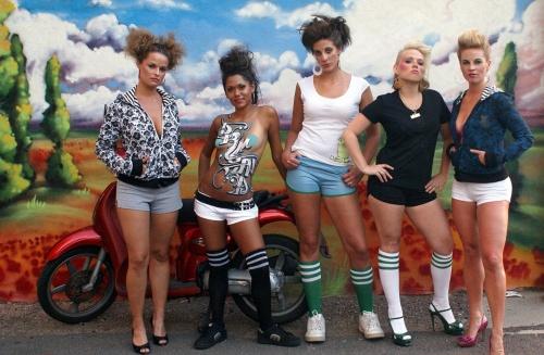 Граффити и бодиарт на телах девушек (2812 фото) (эротика)