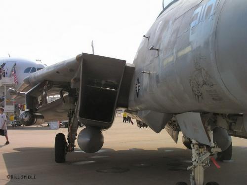 Фотообзор - американский палубный истребитель F-14B (162911) Tomcat (44 фото)