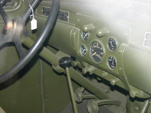 Фотообзор - американский грузовик Studebaker US6 (23 фото)
