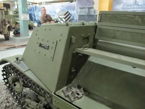 Фотообзор - советский артеллирийский тягач Т-20 Комсомолец (45 фото)