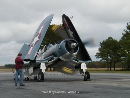 Фотообзор - американский истребитель Goodyear FG-1D Corsair (21 фото)