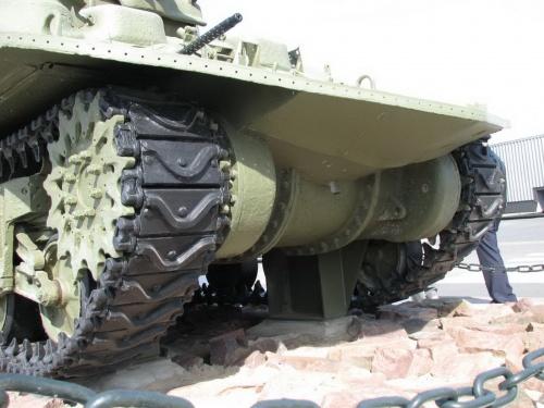 Фотообзор - американский средний танк M4 Sherman DD (Duplex Drive) (54 фото)