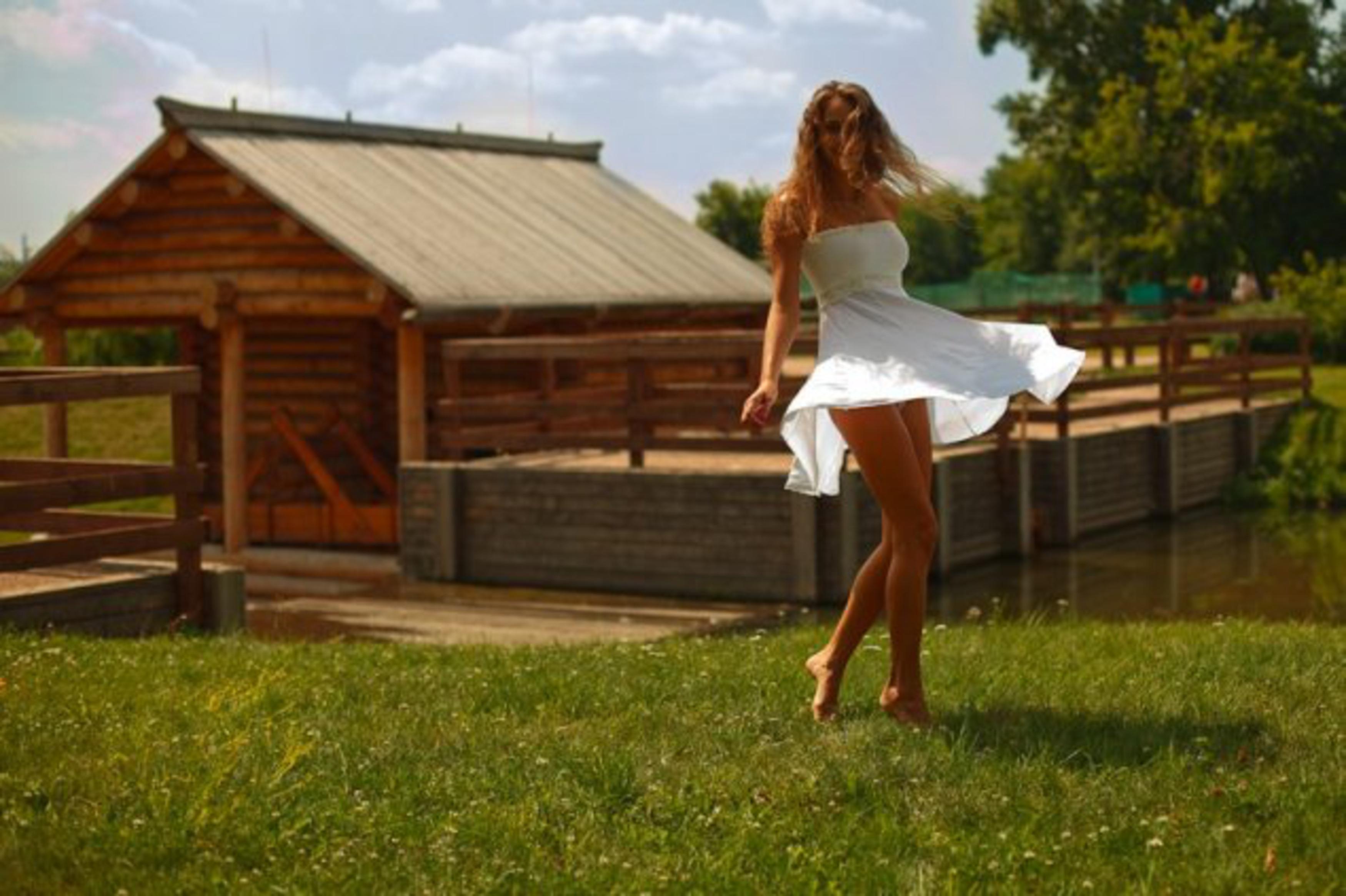 devushka-v-derevne-foto