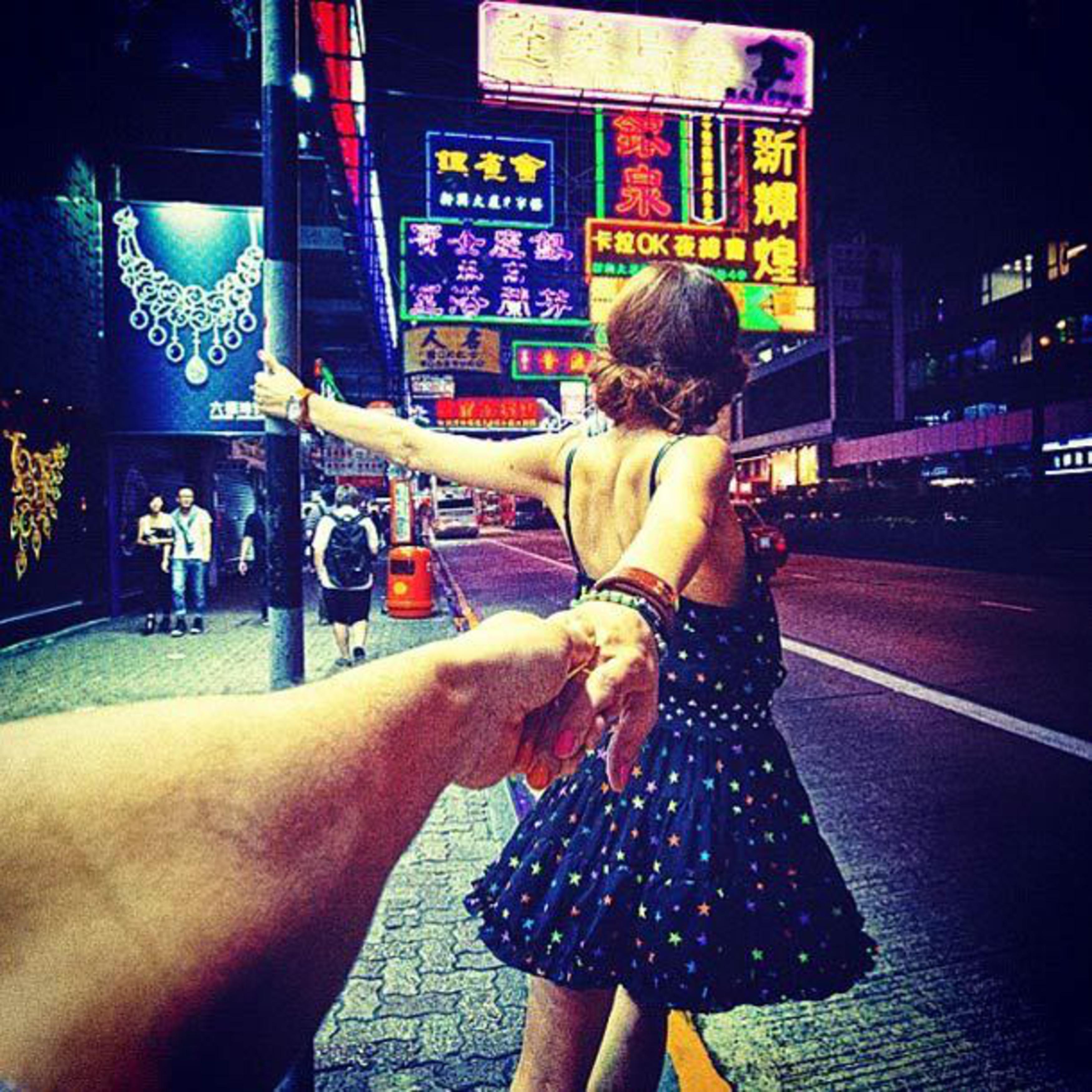 Фото путешествий девушка и рука