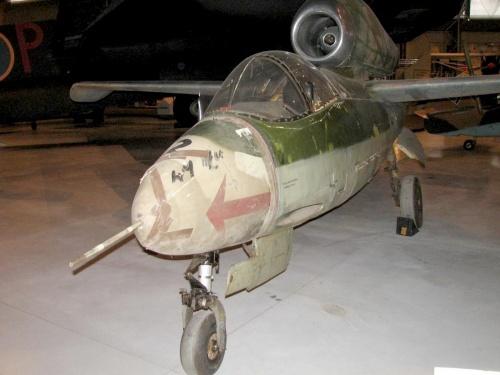 Фотообзор - немецкий реактивный истребитель Heinkel He162A-1 Volksjager (46 фото)