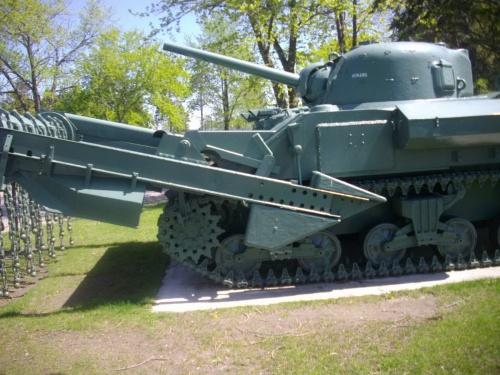 Фотообзор - американский инженерный танк Sherman M4A4 Crab (66 фото)