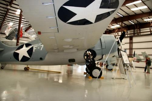 Фотообзор - американский палубный истребитель FM-1 (14994) Wildcat (88 фото)