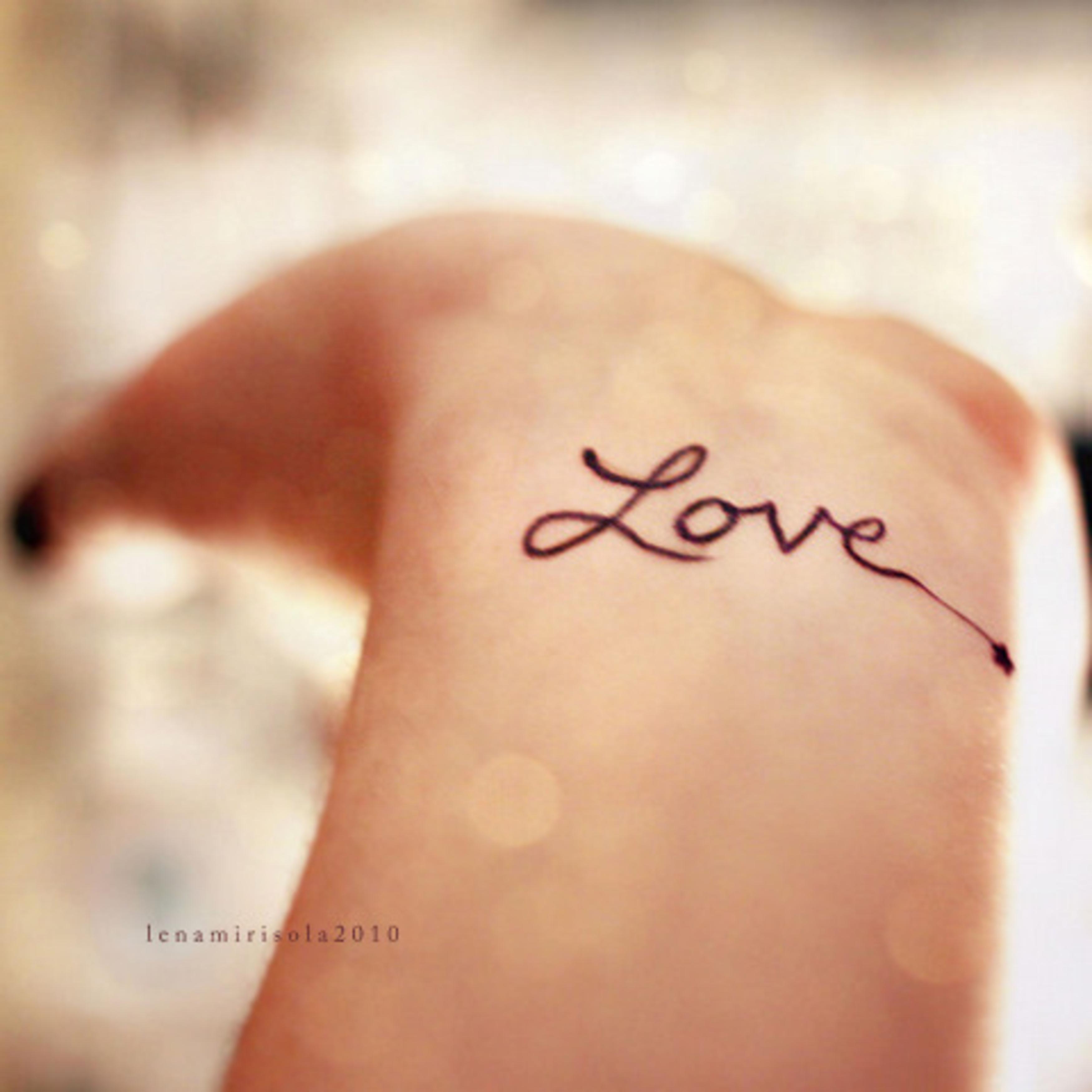 Фото тату для девушек про любовь