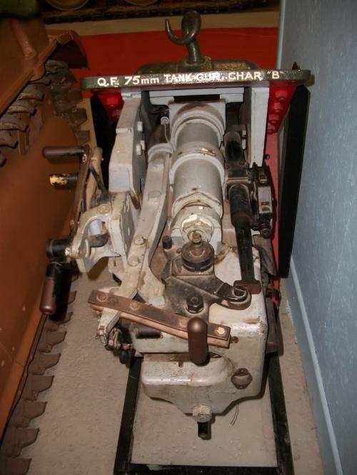 Фотообзор - французский тяжелый танк Char B1 (28 фото)