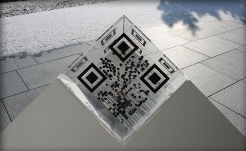 Креатив в применение QR-кодов (69 фото)