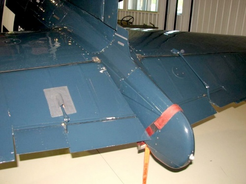 Фотообзор - американский палубный истребитель Goodyear FG-1D Corsair (32 фото)