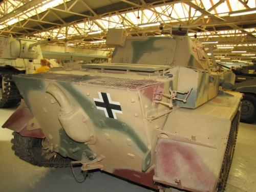 Фотообзор - немецкий легкий танк Pz.Kpfw.II Luchs (42 фото)