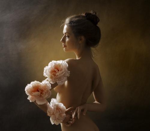 женщины в цветах голые фото