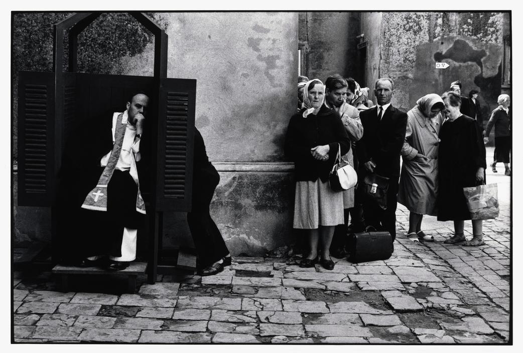 коллекциях своего фото старых мировых фотографов лежу закрытыми глазами