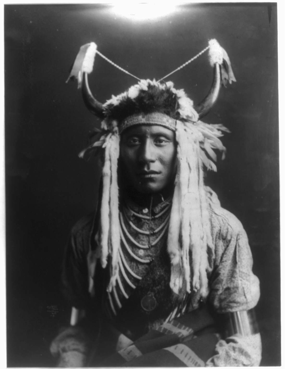 the blackfoot indians The blackfeet indian reservation is home to the 17,321-member blackfeet nation, one of the 10 largest tribes in the united states established by treaty in 1855, the.