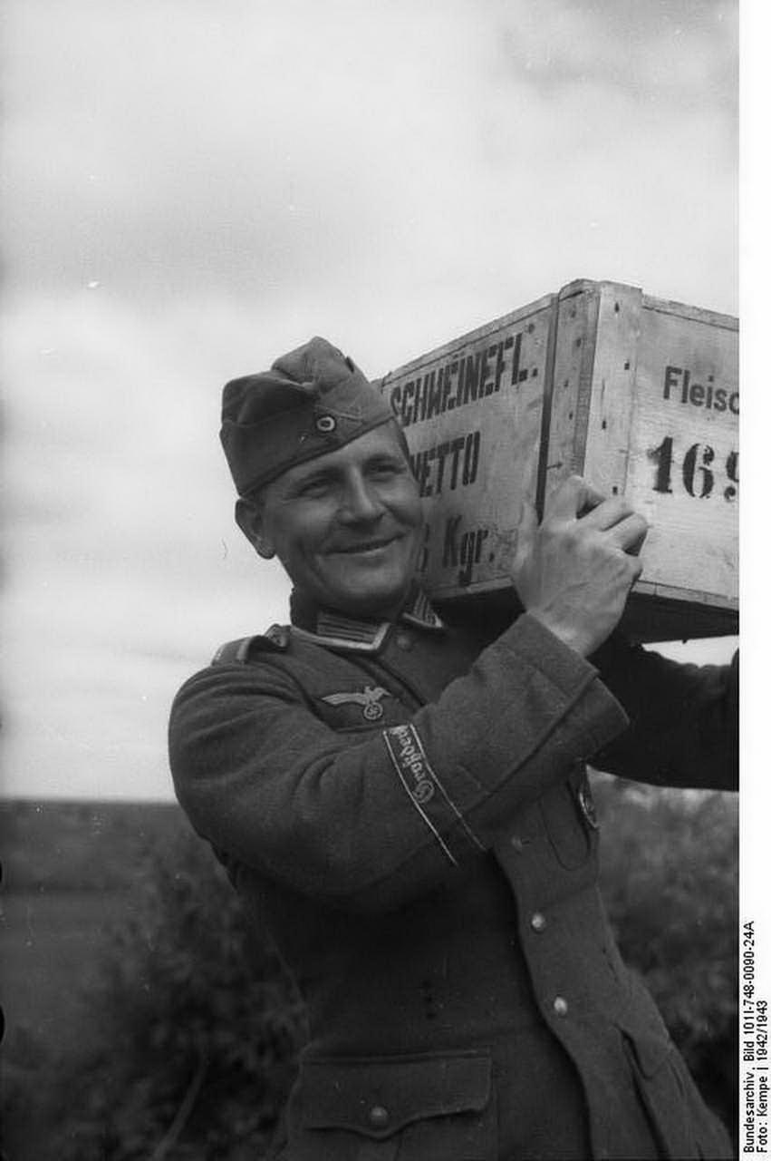 У солдата стояк 6 фотография