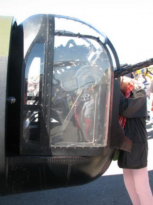 Фотообзор - британский тяжелый бомбардировщик Lancaster Bomber VRA (44 фото)