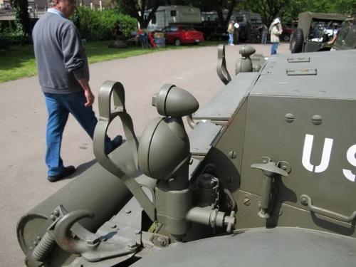 Американский полугусеничный бронетранспортёр M3 Halftrack (132 обоев)