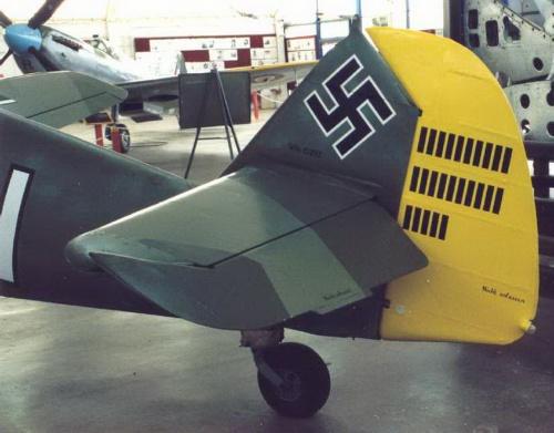 Немецкий истребитель ME-109E (33 обоев)