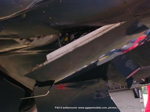 Американский палубный истребитель F4U-5 Corsair (45 обоев)