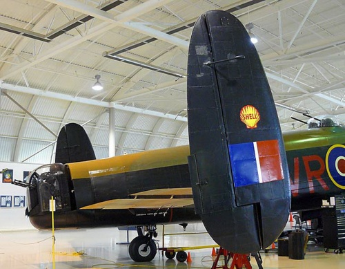 Британский тяжёлый бомбардировщик Avro Lancaster (75 фото)