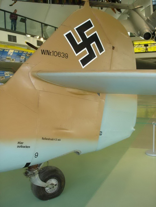 Немецкий истребитель Bf 109 G-2 (25 фото)