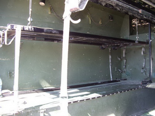 Американский армейский вездеход HMMWV M997 Ambulance (52 фото)