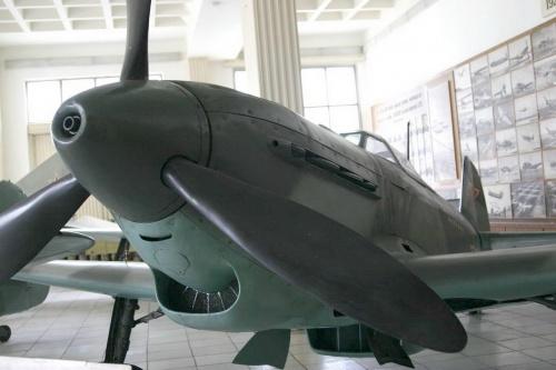 Советский истребитель ЯК-9 (66 обоев)