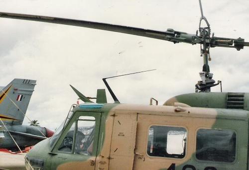 Американский многоцелевой вертолёт Bell UH-1D Huey (81 обоев)