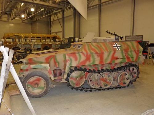 Германский легкий полугусеничный бронетранспортёр SdKfz 250 (304 фото)