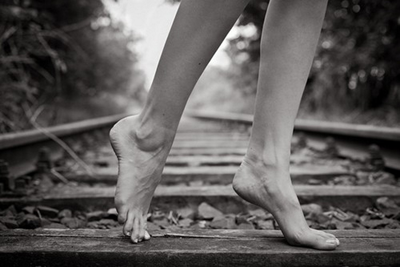 Фото босых ступней девушек 17 фотография