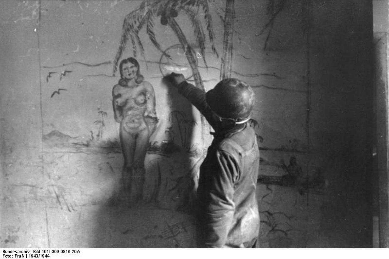 У солдата стояк 3 фотография
