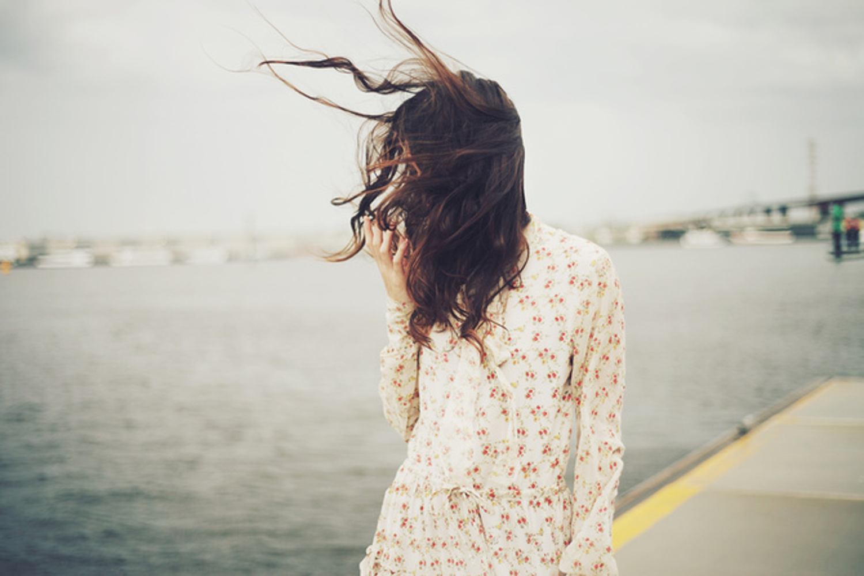 Красивые фото шатенок на аву со спины для девушек