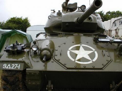 Фотообзор - американский легкий танк M24 Chaffee (25 фото)