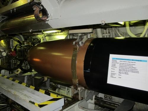 Американская дизель-электрическая подводная лодка USS Blueback (SS-581) (163 фото)