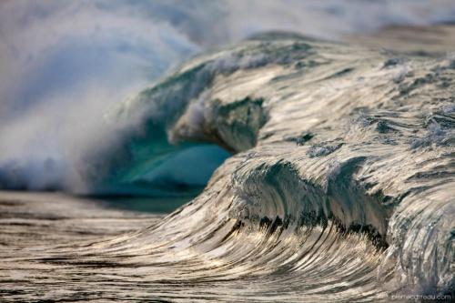Феноменальные фотографии морских волн (15 фото)
