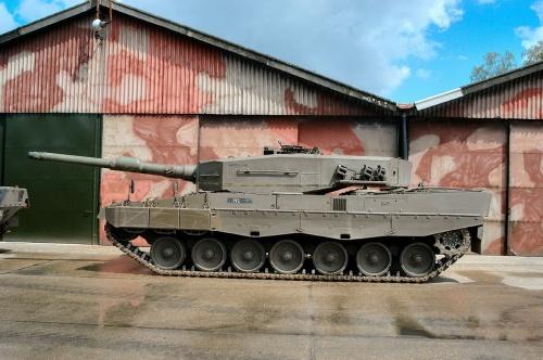 Фотообзор - немецкий основной боевой танк Leopard 2A4 (99 фото)