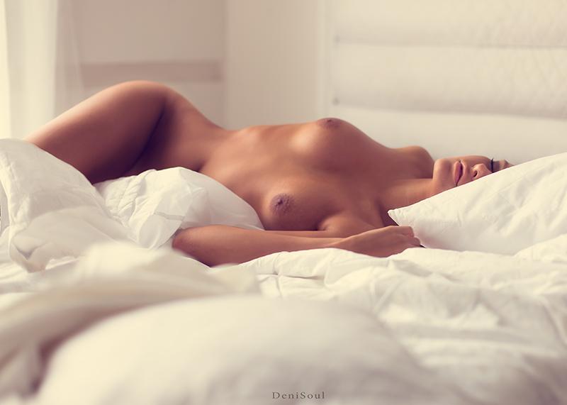 фото ню девушек в постели