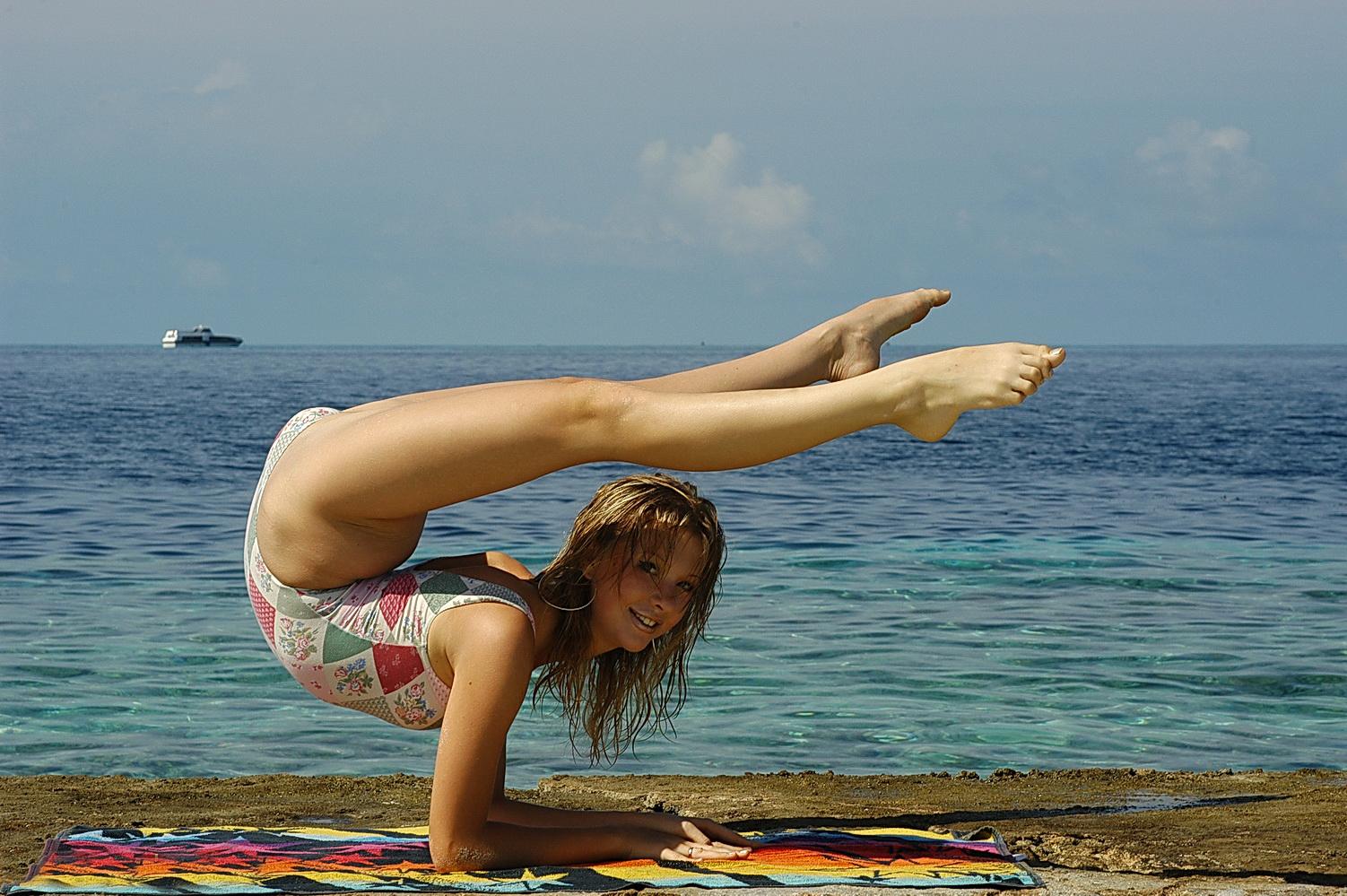 Смотреть раздевалку на пляже, Сборник скрытой камеры в женской раздевалке на пляже 6 фотография