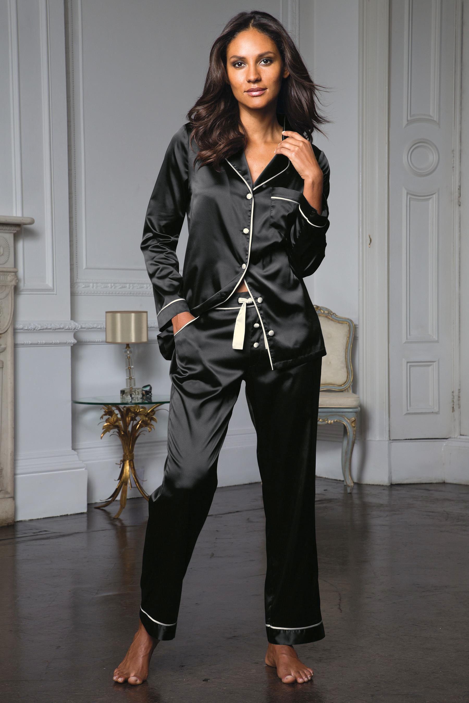 Атласный костюм женский