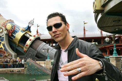 DJ Tiesto - Spacemountain 2, Disneyland, Paris, France (16.04.2005) HQ