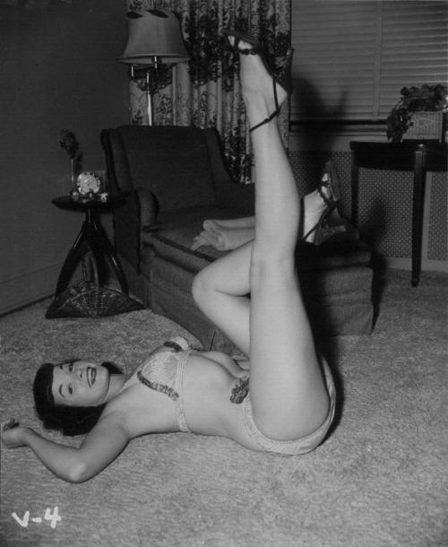 Королева пин-апа Бетти Пейдж (38 фото) (эротика)