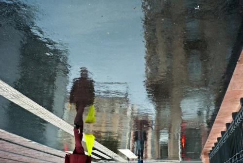 Рисунки дождя на асфальте (17 фото)